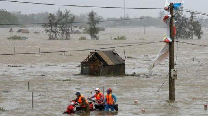 Taifun devastator în Vietnam. Mii de persoane au fost evacuate