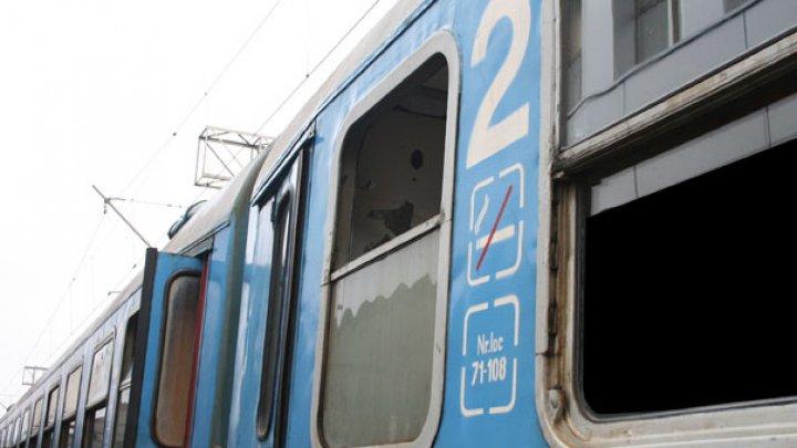 HAOS în România. Peste o sută de trenuri au avut întârzieri din cauza furtunii, iar 15 au fost anulate