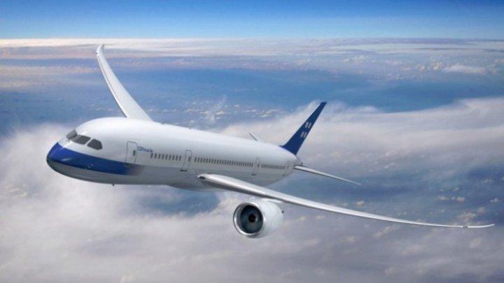Un avion a fost lovit de fulger, după ce a decolat de pe aeroport
