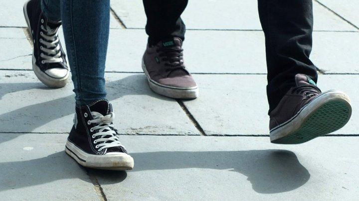 STUDIU: Oamenii care merg la pas, au de două ori mai multe șanse de a muri de o boală de inimă, comparativ cu cei care merg într-un ritm alert