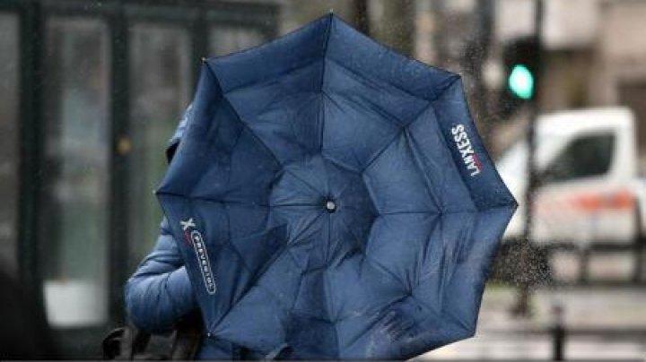 Vremea se schimbă în România. Se răceşte, vin ploile şi vântul