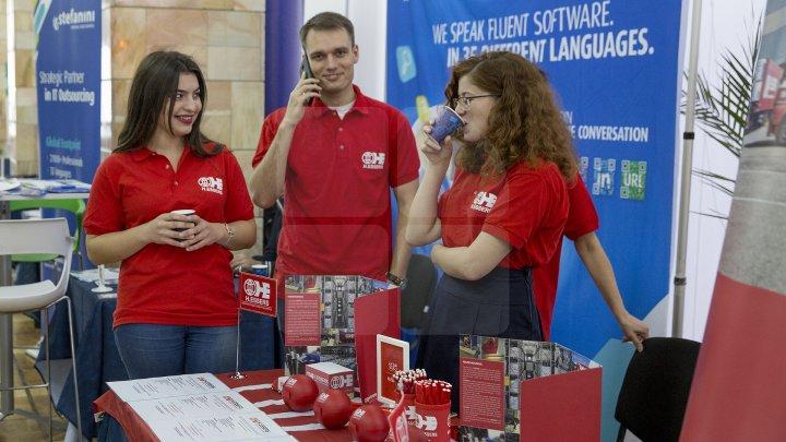 TÂRG DE CARIERE MOLDO-ROMÂN. Doritorii de a-şi găsi un loc de muncă vor putea alege din peste 2.000 de oferte