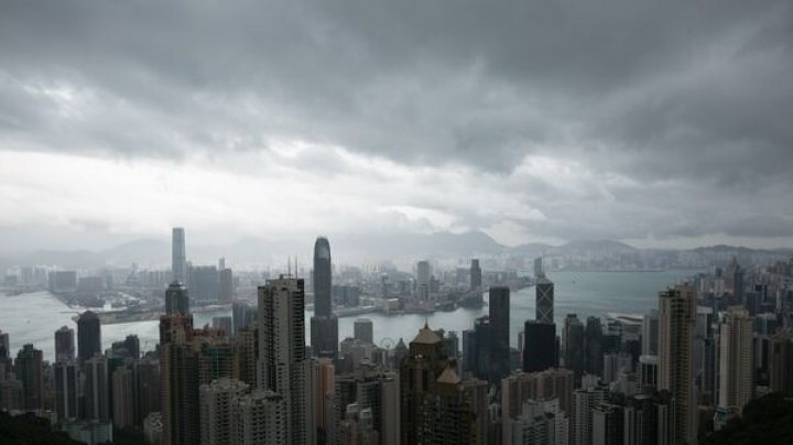 Taifunul Khanun din China care a lăsat în urmă peste 368.000 de persoane afectate, scade din intensitate