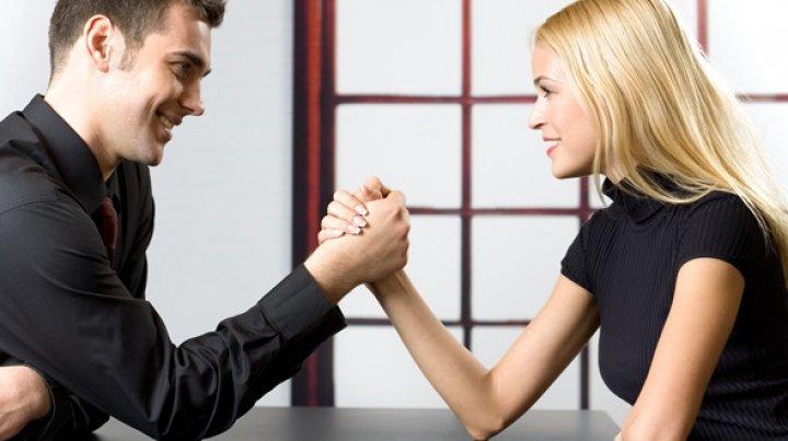 5 obiceiuri pe care ar trebui să le împrumute femeile de la bărbaţi
