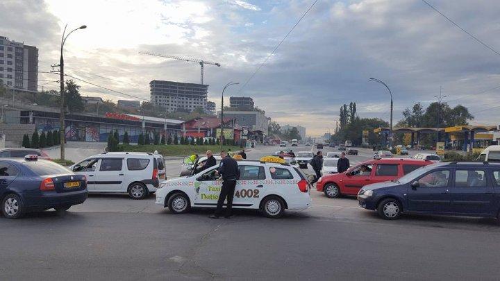 Taximetriștii din Capitală, verificați. Au fost depistate încălcări grave care pun în pericol viața pasagerilor (FOTO)