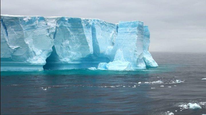 ÎNGRIJORĂTOR! Primele imagini ale icebergului uriaș care s-a desprins de Antarctica