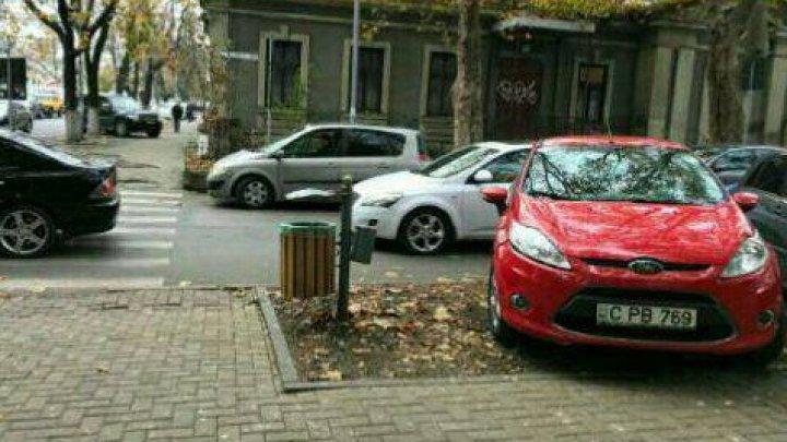 Nu și-a învățat lecția.  Ieri a fost amendat de INP, astăzi a parcat iar neregulamentar. Ce a pățit acum șoferul
