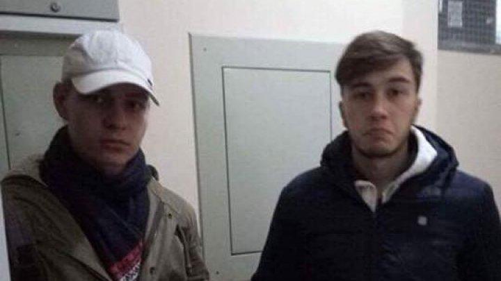 Atenţie la escroci! Doi tineri mint oamenii şi cer bani pentru donaţii pentru oameni bolnavi