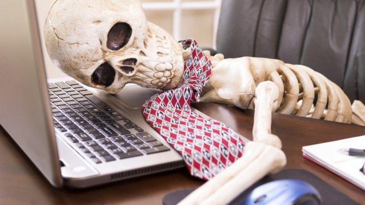 Câte ore suplimentare de muncă TE POT UCIDE? Cazul unei jurnaliste radio