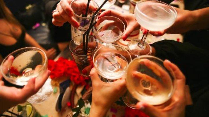 """SEMNAL DE ALARMĂ! Ce este """"drunkorexia"""", fenomenul care face ravagii printre tineri"""