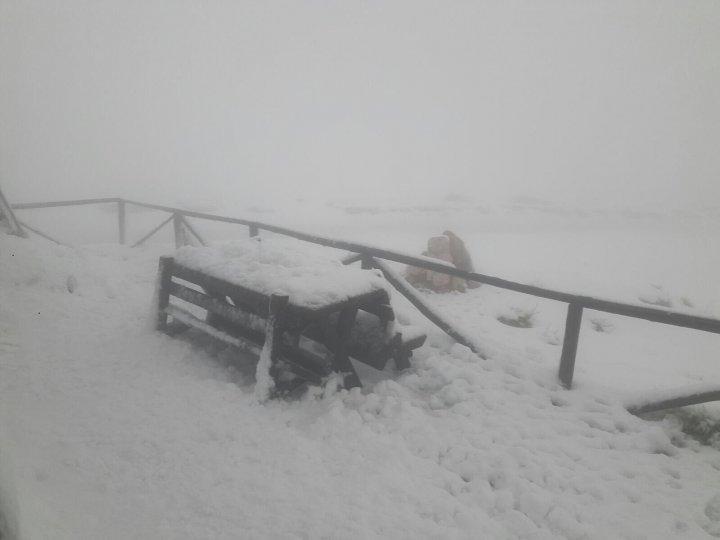 A venit iarna. Unde este zăpadă de jumătate de metru şi viscol (VIDEO)