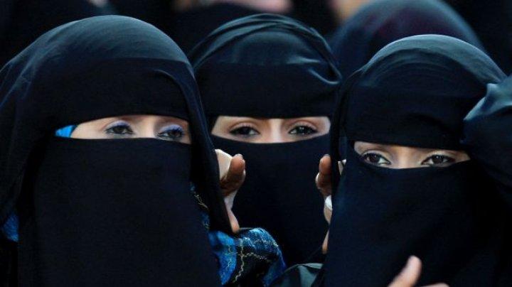 Patru lucruri pe care o femeie din Arabia Saudită nu le poate face decât cu acordul bărbaţilor