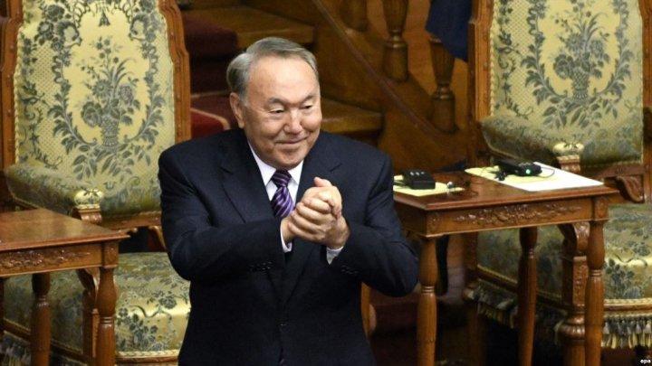 Kazahstanul îşi schimbă alfabetul. Preşedintele a ordonat adoptarea literelor latine