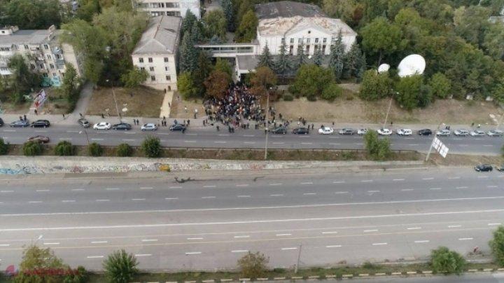 Circa 200 de protestatari cer abrogarea sistemului MIXT
