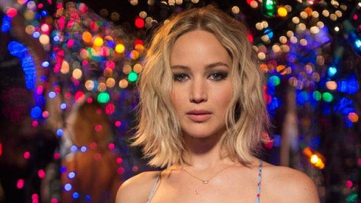 Jennifer Lawrence a povestit că a fost forțată să se dezbrace de producători de film