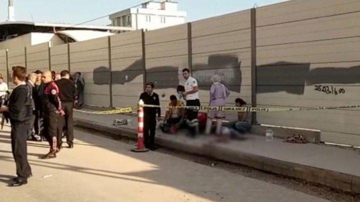 Atac armat la o școală din Istanbul: O persoana a murit și alte două persoane au fost rănite