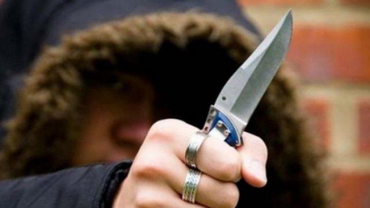 Tentativă de omor. Un tânăr din Sankt Petersburg, ATACAT CU UN CUŢIT de un moldovean