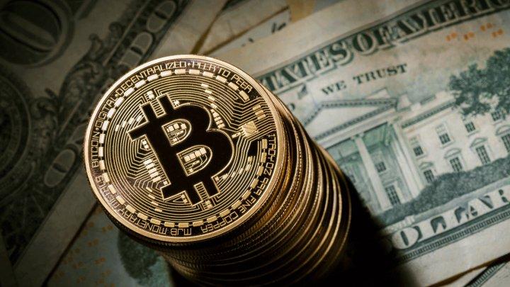 Bitcoin a atins joi un prag record: Peste 5.000 de dolari