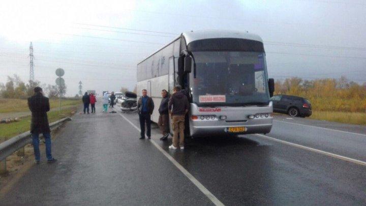 Autobuzul de pe ruta Moscova-Chişinău, implicat într-un grav accident în Rusia. O persoană şi-a pierdut viaţa (FOTO)