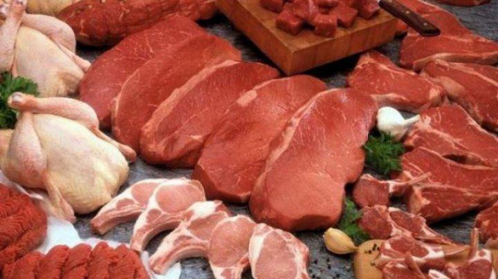 Studiu: Cât de periculos este să speli carnea înainte de a o prepara
