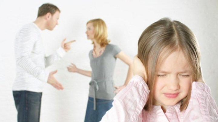 STUDIU: De ce apariţia copiilor poate duce la probleme în cuplu sau chiar la divorţ