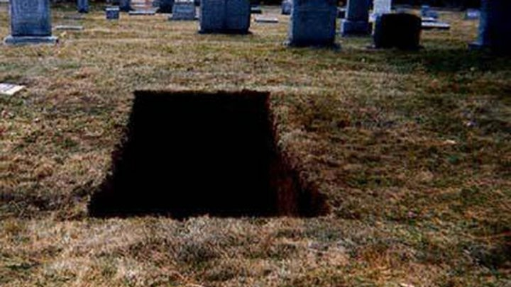 O bătrână ŞI-A DEZGROPAT soţul şi sora la a doua zi după înmormântare. Ce a făcut femeia de 80 de ani cu cadavrele