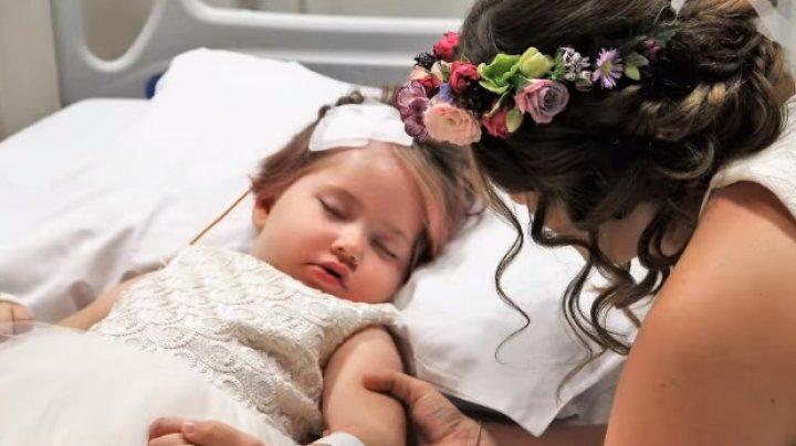 IMAGINI CUTREMURĂTOARE! Ultima dorință a unei fetițe diagnosticată cu cancer a fost să fie domnișoară de onoare la nunta părinților