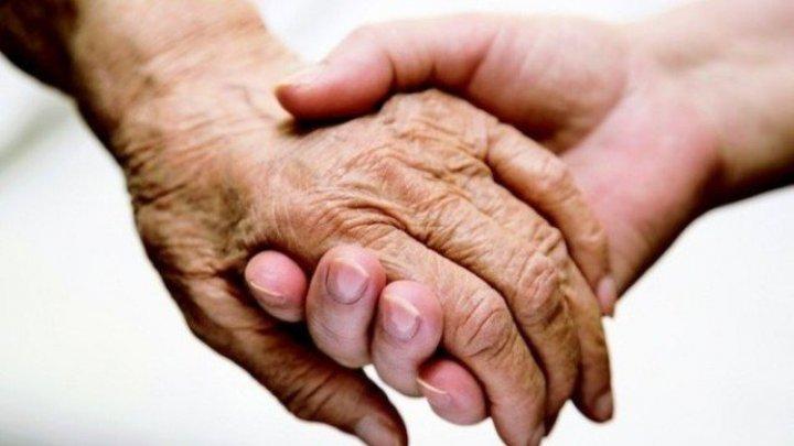 Ai pielea mâinilor uscată şi crăpată? Ai grijă! Poți suferi de o boală gravă