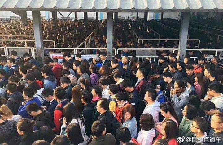 IMAGINI SPECTACULOASE! Haos CUM NU AI MAI VĂZUT la metroul din Beijing