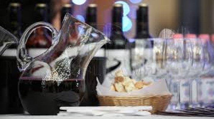 Frigul i-a ținut în casă pe moldoveni. La Ziua Vinului s-au consumat doar 103 mii de sticle de vin