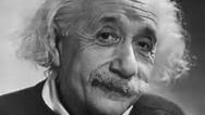 Două bilețele scrise de mână de Einstein vor fi vândute la licitație la Ierusalim