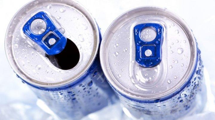 Medicii trag un semnal de alarmă: Ce a păţit un bărbat care a băut în fiecare zi 4-5 cutii de suc energizant