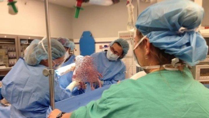 A născut gemeni, iar când medicii s-au uitat mai atent au rămas ȘOCAȚI. Imaginea a făcut înconjorul lumii