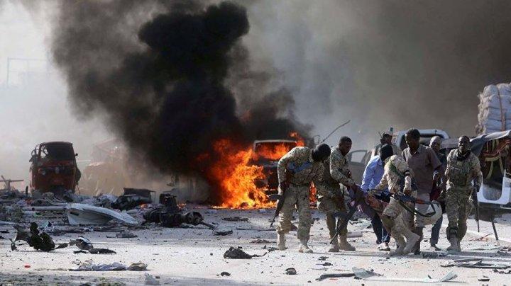Deflagraţii puternice în capitala Somaliei. O maşină plină cu explozibil a intrat într-un hotel
