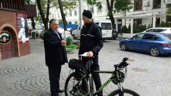 Cetățenii, mai liniștiți și mai în siguranță. Inspectorii de patrulare mențin liniștea publică pe biciclete (FOTO)