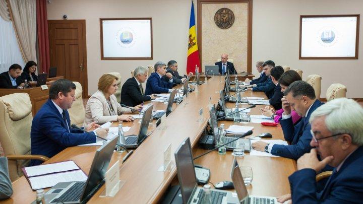 Guvernul a cerut CC să constate circumstanţele pentru instituirea interimatului funcţiei de preşedinte al Republicii Moldova