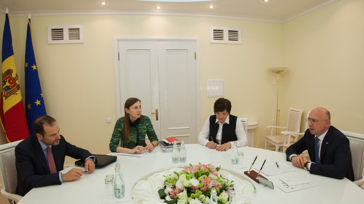 Premierul Pavel Filip, în dialog cu Luc Devigne, șef de Direcție în cadrul Serviciului European pentru Acţiune Externă