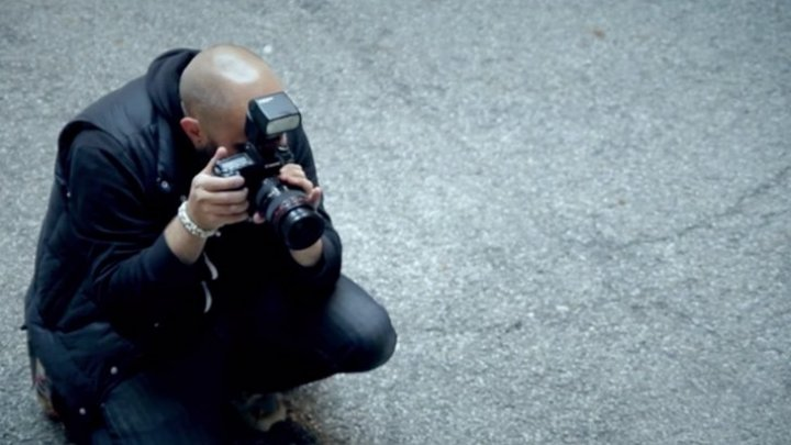 Ce se întâmplă dacă faci o fotografie pe stradă și surprinzi fără să vrei și alte persoane