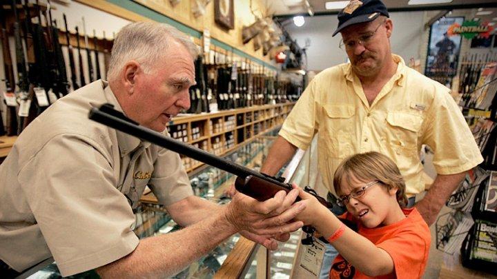 REVOLTĂTOR! Motivele pentru care nu se interzic armele în Statele Unite