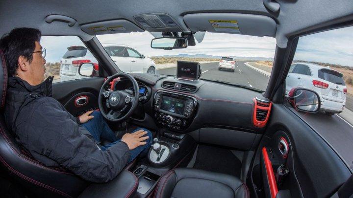 California permite mașinilor autonome să circule fără șoferi