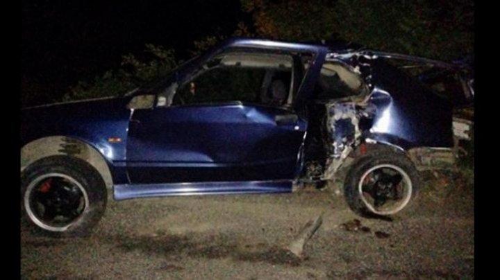 Doi tineri au ajuns la spital în urma unui grav accident rutier produs din cauza vitezei excesive