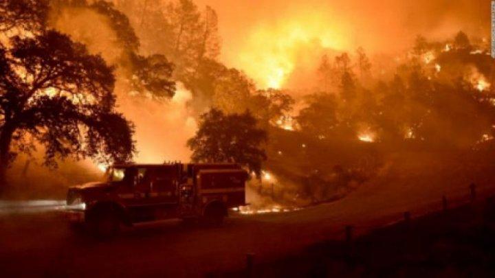 AUTOSTRADĂ CĂTRE IAD. California este mistuită de flăcări. Mii de oameni și-au abadonat casele (Video)