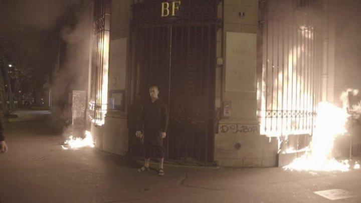 Incendiu în Franţa. Un activist rus a dat foc la sediul unei bănci