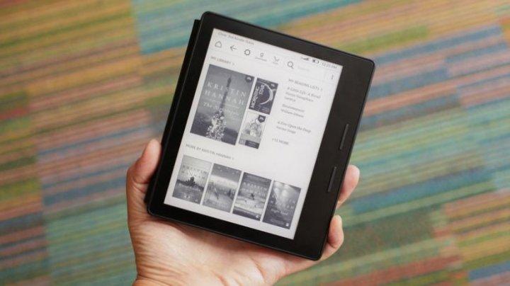 Amazon a lansat o nouă versiune a celui mai scump Kindle, rezistent la apă. Cât costă