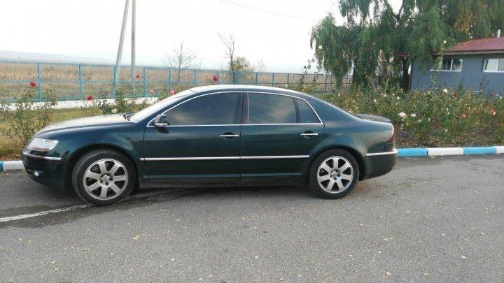 Două maşini căutate de Interpol au fost găsite la vama Leuşeni. Ce au declarat şoferii (FOTO)