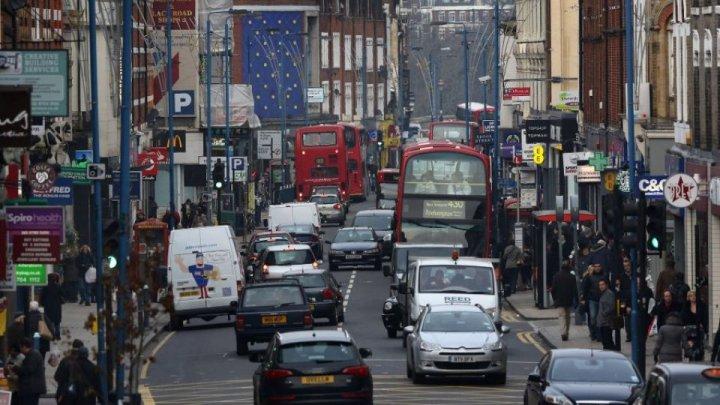Londra introduce taxă pentru cele mai vechi și mai poluante autovehicule