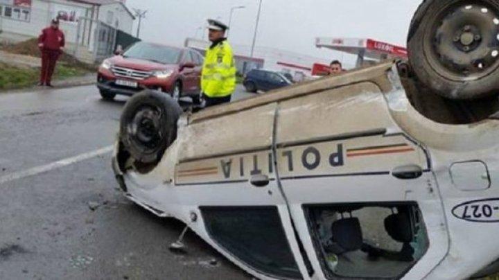 Accident GRAV în Argeș! O mașină de poliție s-a răsturnat, iar un membru al echipajului este rănit