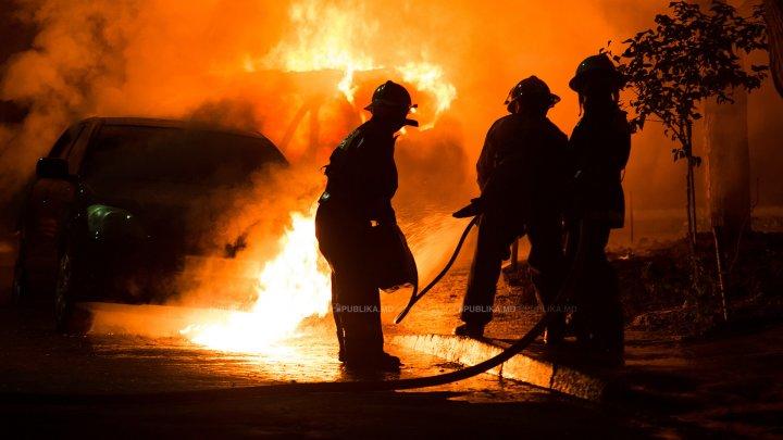 Maşina unei jurnaliste a fost incendiată noaptea trecută