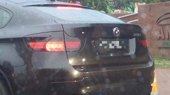 IMAGINEA ZILEI. Ce numere de înmatriculare şi-a luat un şofer moldovean (FOTO)