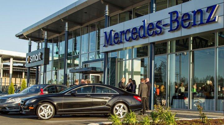 Mercedes îşi menţine poziţia de cel mai mare producător de automobile de lux din lume